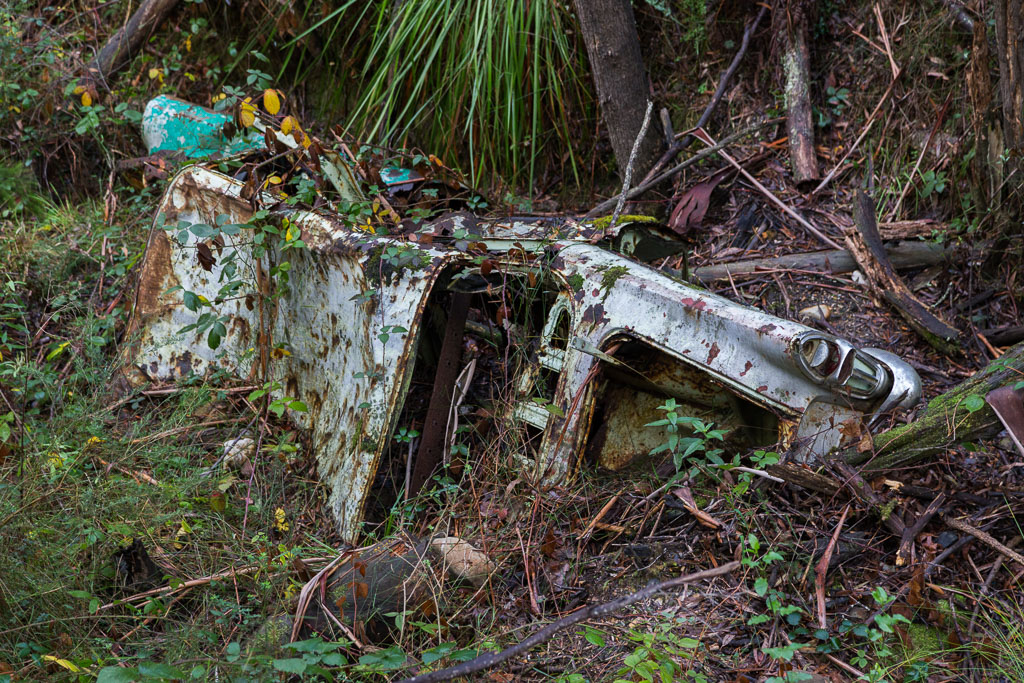 abandoned-car-golden-point-road-blackwood