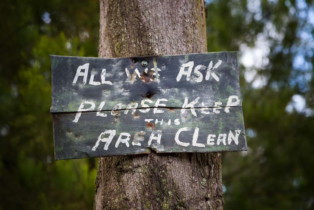 keep-area-clean-sign