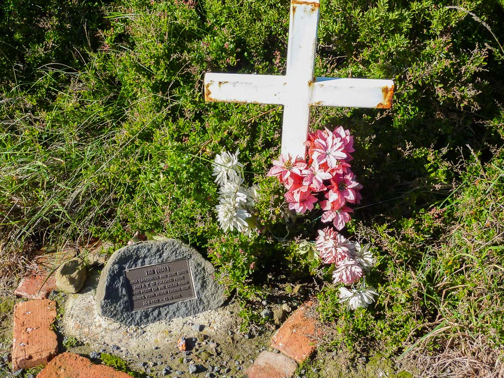 roadside-memorial-great-ocean-road