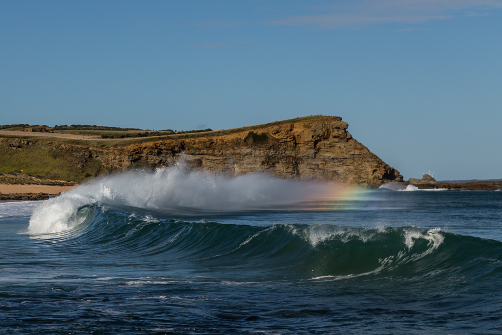 rainbow-in-breaking-wave
