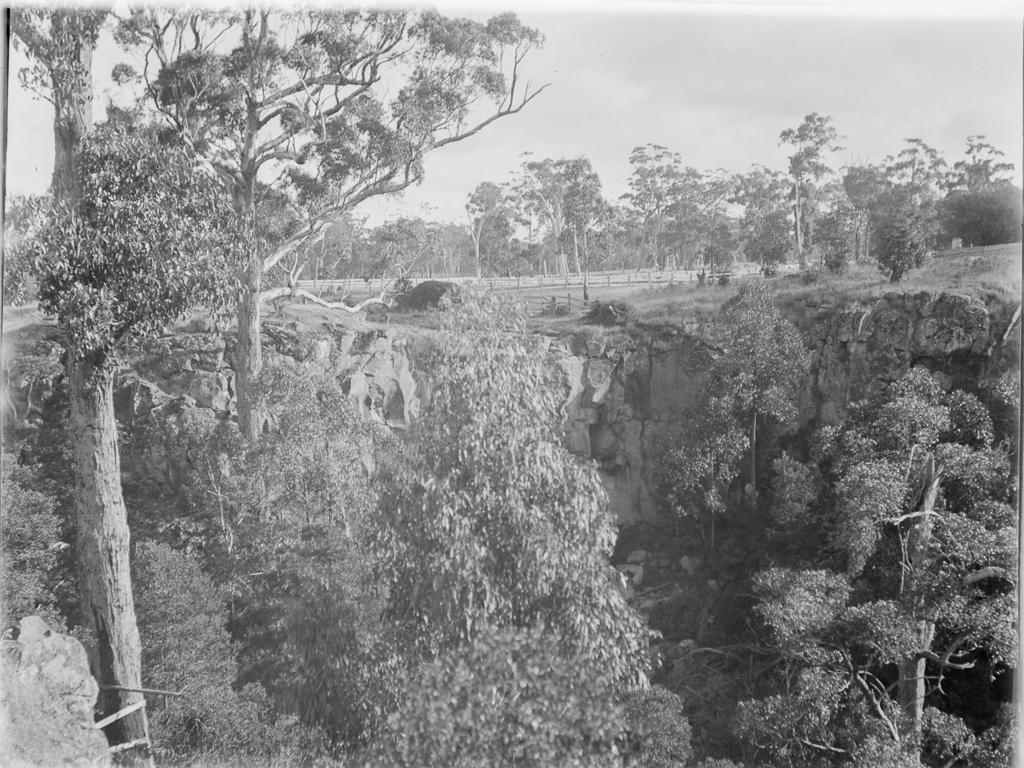 Sailor's Creek Falls near Daylesford Daniel, Mark James 1867-1949