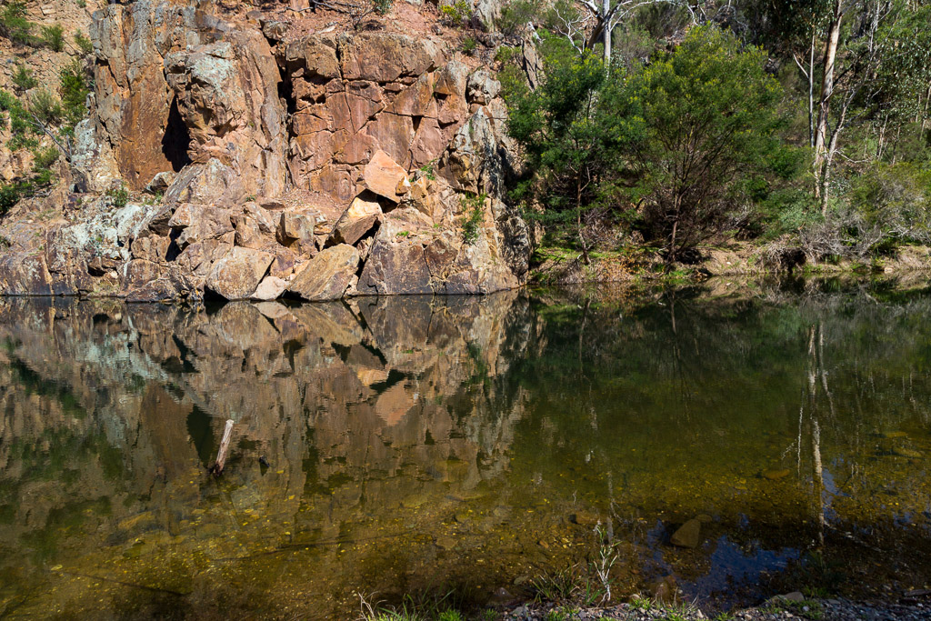 reflections-rocks-lerderderg-river