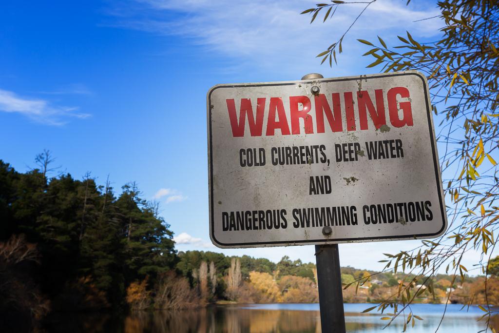 swimming-warning-sign-lake-daylesford