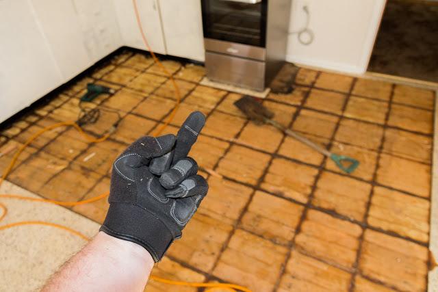 removing-vinyl-tiles