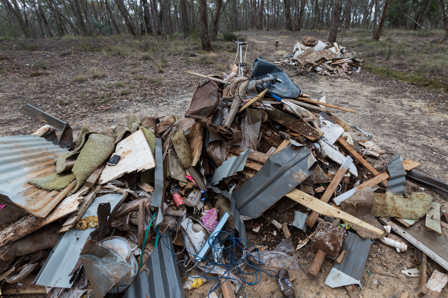 dumped-rubbish-in-bush
