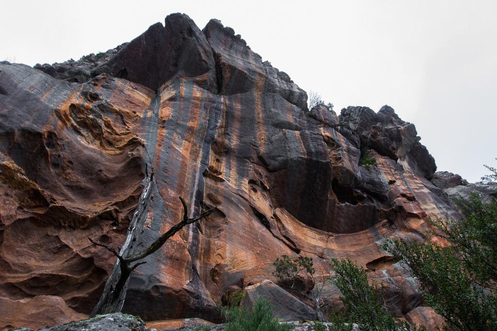 orange-colour-rock-wall-grampians