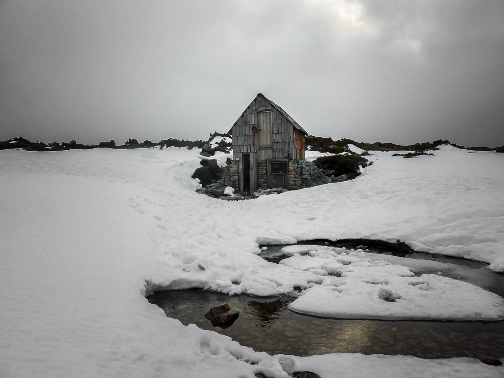 kitchen-hut-snow-tasmania