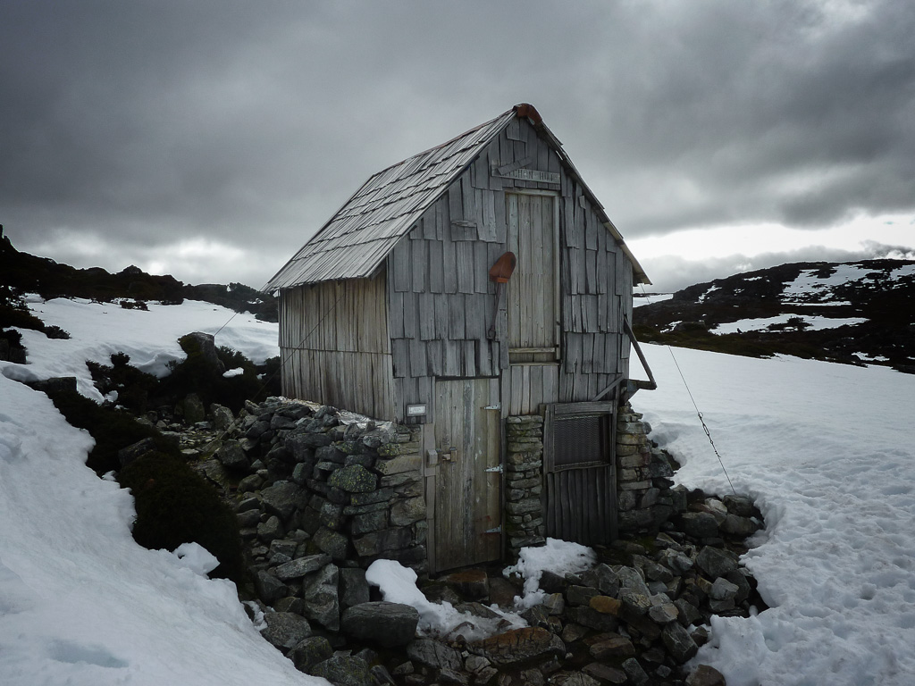 kitchen-hut-snow