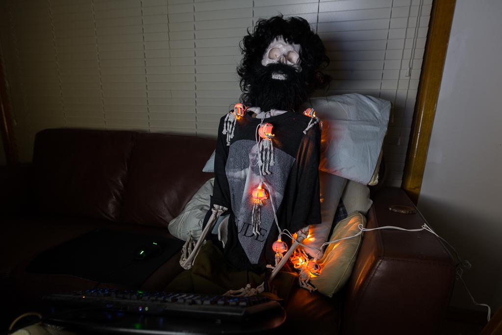 skeleton-typing-on-computer