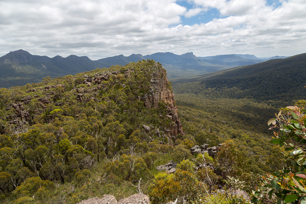 climbing-up-cathedral-rock-grampians