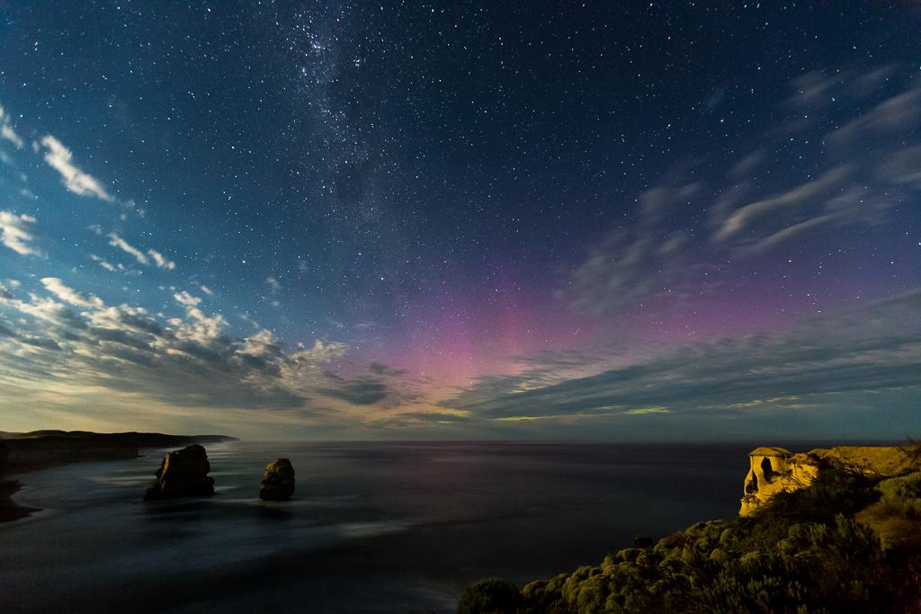 moonlight-aurora-australis-near-12-apostles-victoria