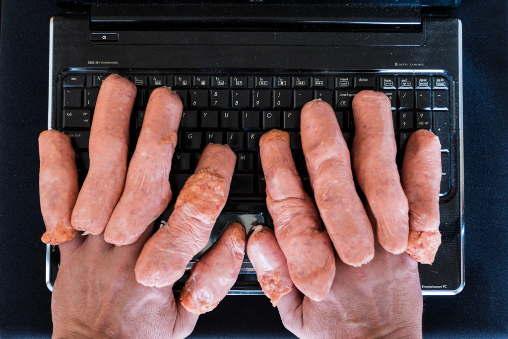 typing-computer-sausages-fingers