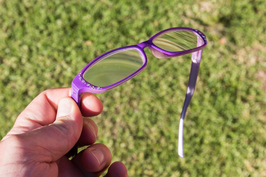 holding-glasses