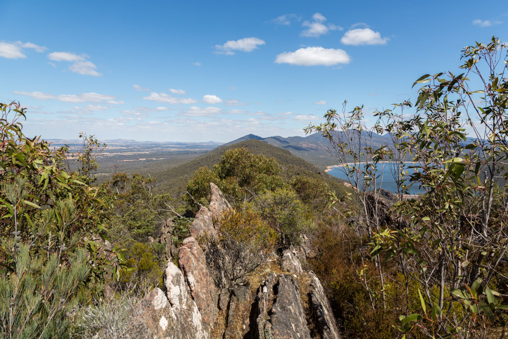 lake-bellfield-mount-william-range-ridge-grampians
