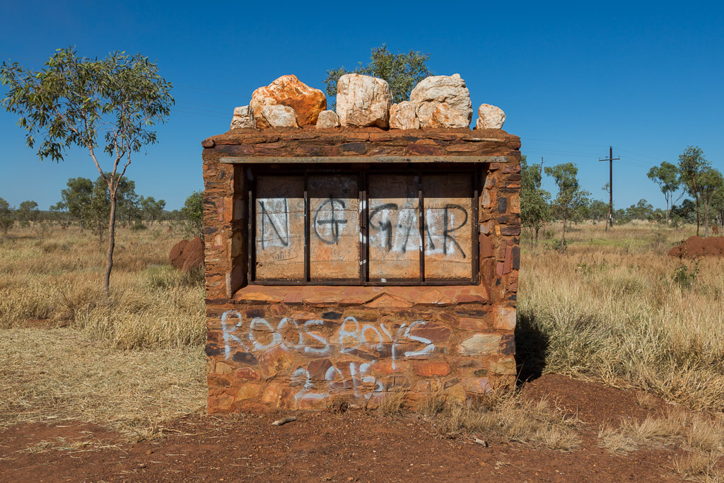graffiti-tanami-road-WA