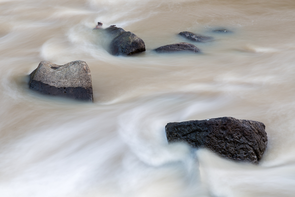 slow-shutter-rocks-water