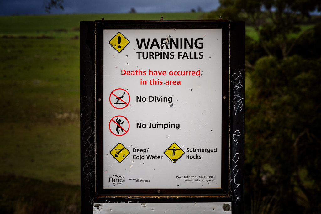 warning-sign-turpins-falls-campaspe-river