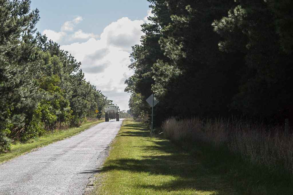 tractor-beremboke-road-beremboke