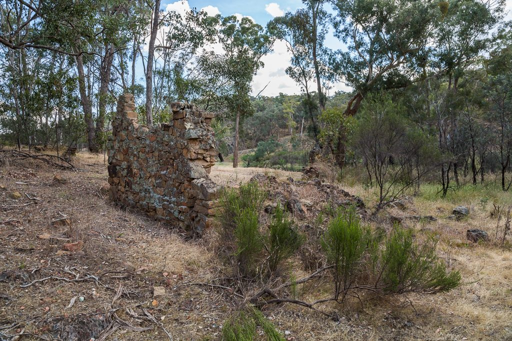 brick-wall-cobb-and-co-ruins-lancaster-track-glenlyon