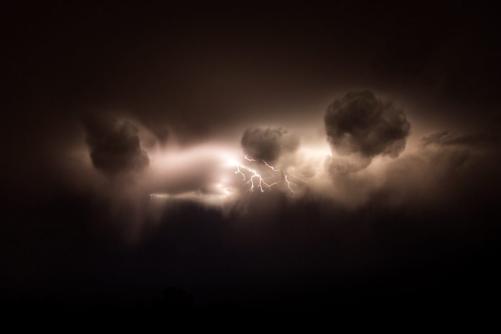 lightning_cloud_simpson_desert