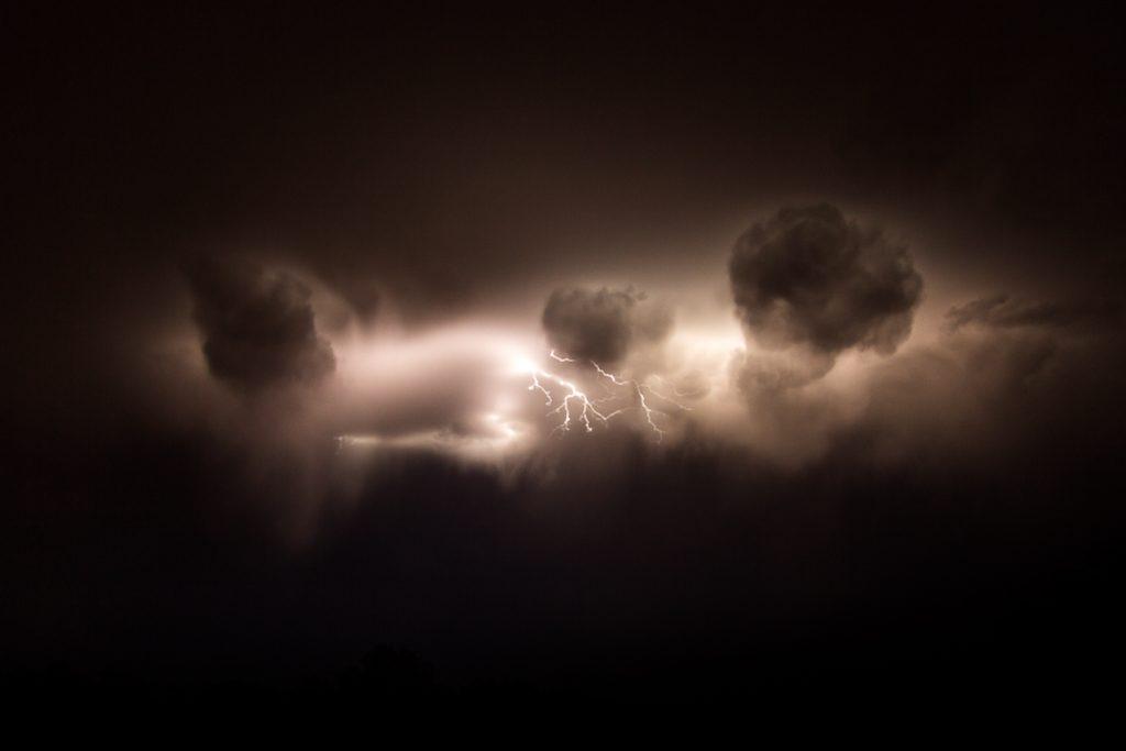 lightning_cloud_simpson_desert