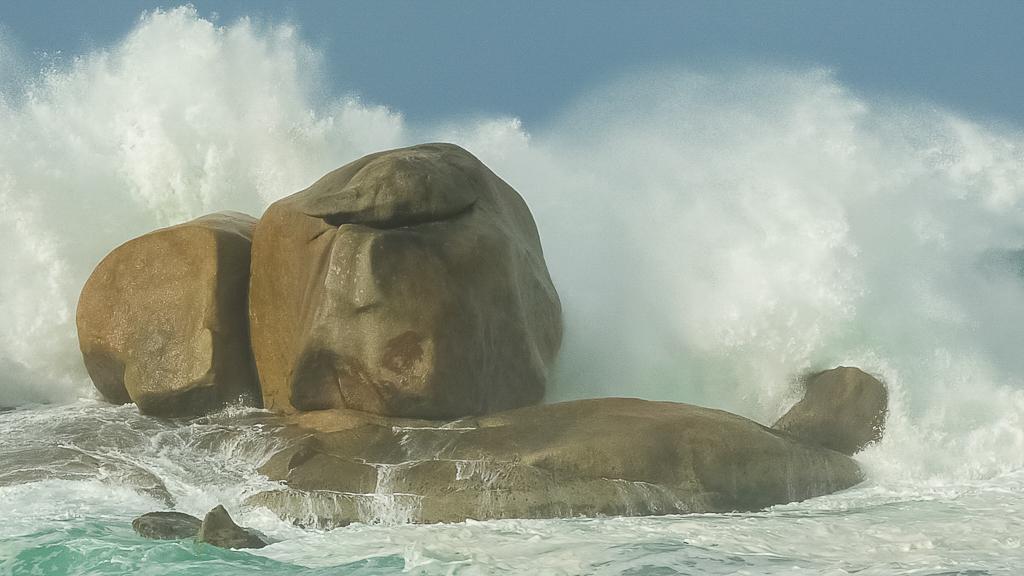waves-breaking-rocks-croajingolong-national-park