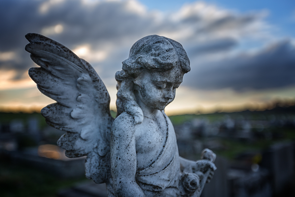 statue-grave-stone-daylesford